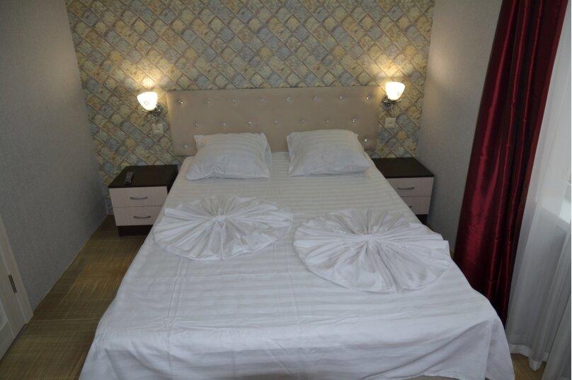 Отдельный 2 комнатный дом с 2 комнатами и 2 сан.узлами и кухней, Морская, 182, Ейск - Фотография 14
