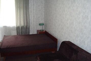 1-комн. квартира, 38 кв.м. на 3 человека, улица Горького, 27, Киров - Фотография 1
