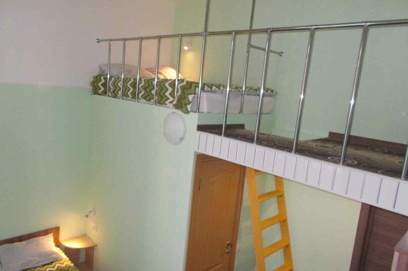 Четырехместный двухуровневый номер с собственной ванной комнатой, ул. Уральских рабочих, 50а, Екатеринбург - Фотография 6