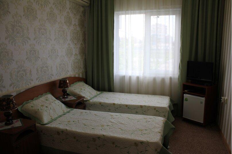3-х местный номер (2-х спальная или 2-е односпальные кровати) +1 односпальный диван, улица Станиславского, 12, Адлер - Фотография 2
