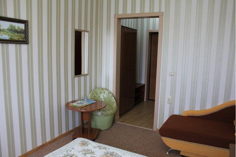 3-х местный номер (2-х спальная или 2-е односпальные кровати) +1 односпальный диван, улица Станиславского, 12, Адлер - Фотография 5