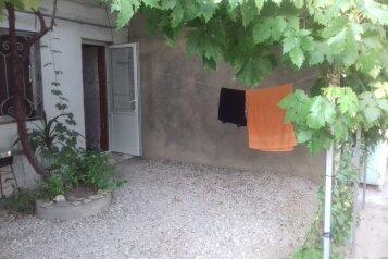 Комната с выходом во двор(Старый город,тихий район), Красная улица на 1 номер - Фотография 2