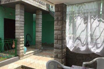 Дом 10-15минпляж, кондиционер,3комнаты 1проходная .100 кв. +стоянка,зеленый двор., 100 кв.м. на 7 человек, 2 спальни, Таврическая улица, Алушта - Фотография 1