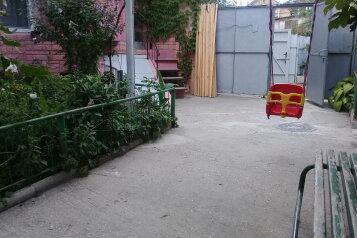 Сдаю скромный дом на 5чел, 30 кв.м. на 5 человек, 2 спальни, улица Кочмарского, Феодосия - Фотография 2