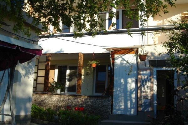Отдельные комнаты в частном секторе, Уральская улица, 9 на 5 номеров - Фотография 1