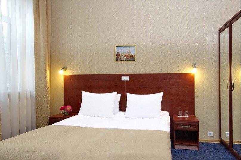 Номер эконом-класса с одной большой кроватью, Большая Конюшенная улица, 25, Санкт-Петербург - Фотография 1