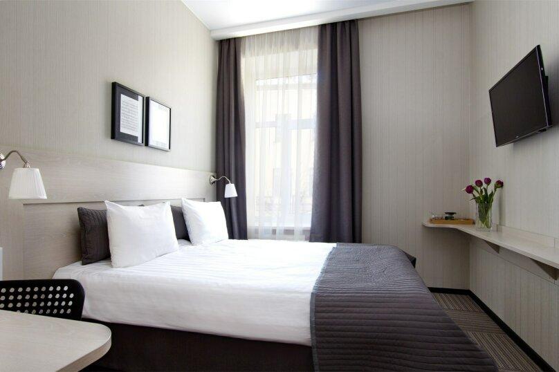 Стандартный номер с широкой кроватью , Большая Конюшенная улица, 11, Санкт-Петербург - Фотография 1