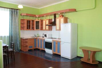 2-комн. квартира, 55 кв.м. на 4 человека, улица Истомина, Центральный округ, Хабаровск - Фотография 1