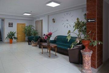 Гостиница, улица Гастелло, 40А на 55 номеров - Фотография 1