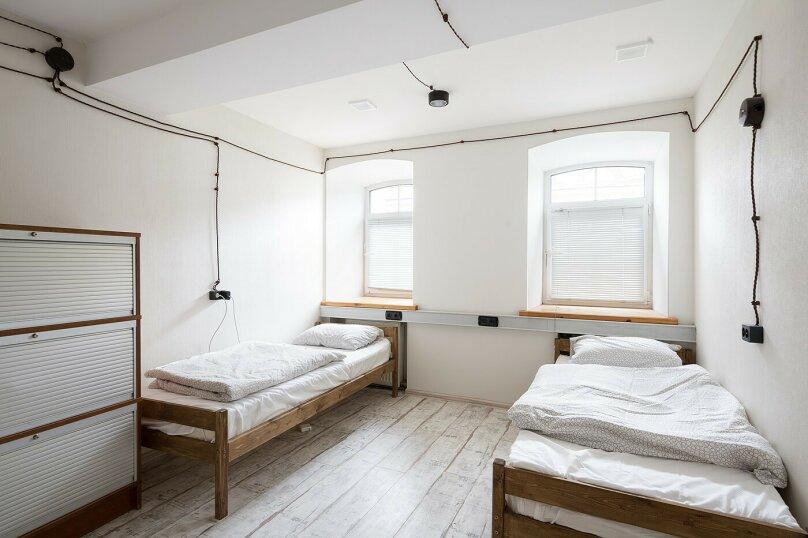 Место в общем 4х-местном номере, улица Александра Солженицына, 10с1, Москва - Фотография 1