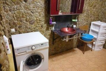 Дом, 150 кв.м. на 8 человек, 3 спальни, Севастопольская улица, 18, Феодосия - Фотография 2