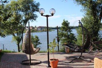 Шикарный дом с видом на чистый пруд, 180 кв.м. на 6 человек, 3 спальни, Центральная улица, Калининград - Фотография 1