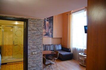3-комн. квартира, 72 кв.м. на 6 человек, Семёновская улица, 9, Владивосток - Фотография 1