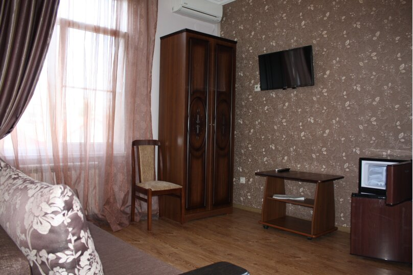 Люкс с большой односпальной кроватью , улица Павлика Морозова, 51, Адлер - Фотография 1