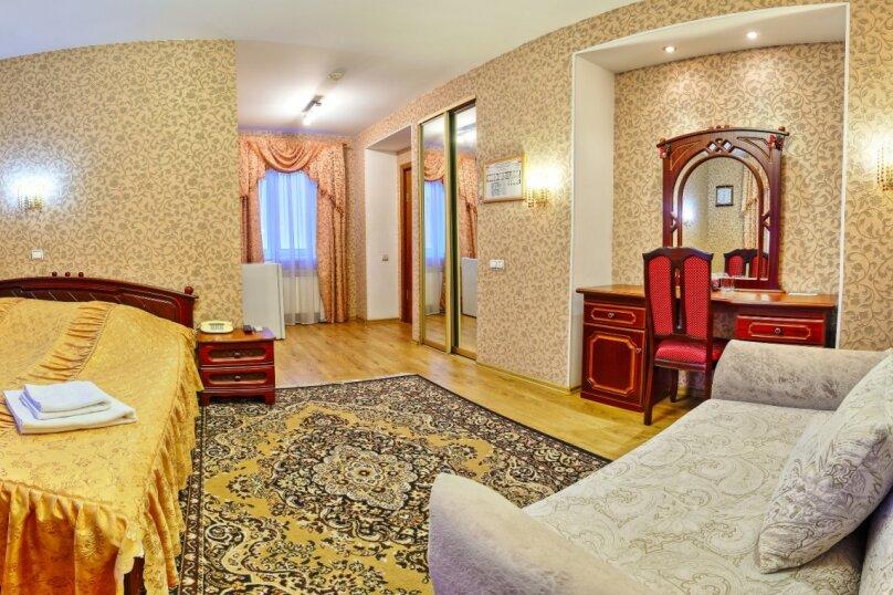 Комфорт с двуспальной кроватью и раскладным креслом, Варварская улица, 10Б, Нижний Новгород - Фотография 1