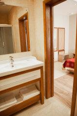 Двухместный с раздельными кроватями 1 категории:  Номер, Стандарт, 3-местный (2 основных + 1 доп), 1-комнатный, Гостиница, Солнечная улица, 48В на 17 номеров - Фотография 3