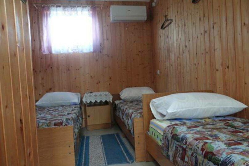 Номер на четверых с удобствами, улица Ленина, 146А, Кучугуры - Фотография 1
