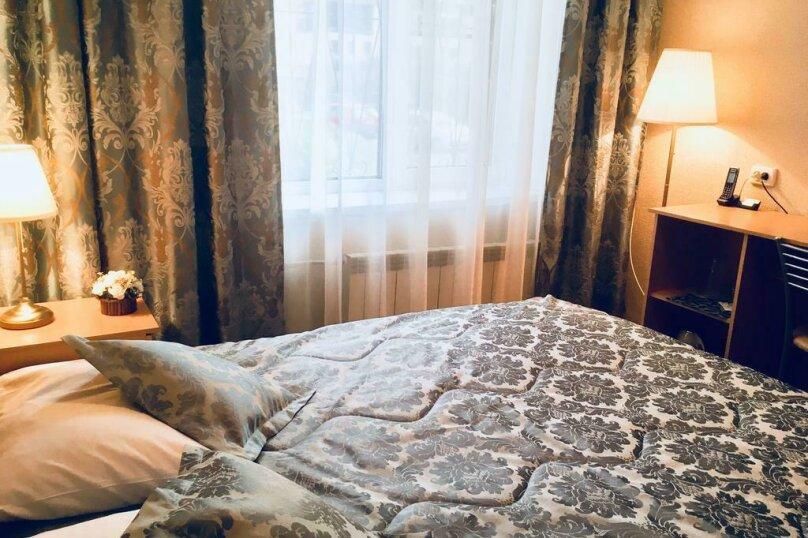Номер с кроватью размера «king-size» , Пулковская улица, 6к4, Санкт-Петербург - Фотография 1