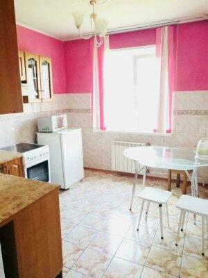 2-комн. квартира, 53 кв.м. на 6 человек, улица 78-й Добровольческой Бригады, 3, Красноярск - Фотография 1