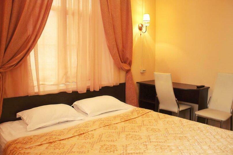 Двухместный номер с 1 кроватью или 2 отдельными кроватями и душем , улица Ломоносова, 3, Санкт-Петербург - Фотография 1