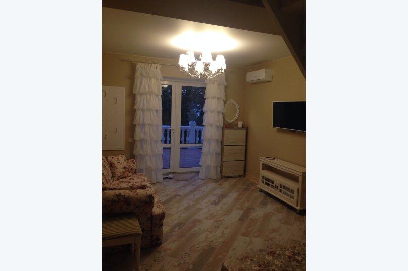 Первый этаж  3 этажного дома с отдельным входом, 60 кв.м. на 6 человек, 2 спальни, Севастопольское шоссе, 54Е, Гаспра - Фотография 6