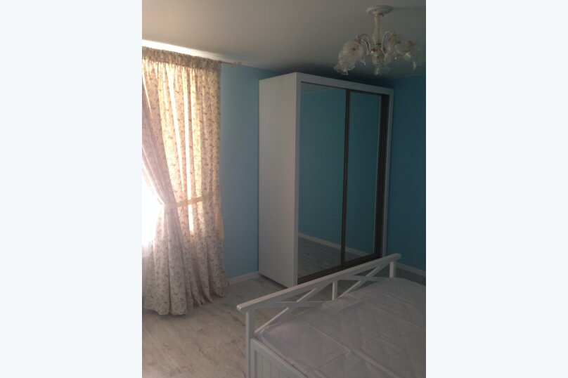 Первый этаж  3 этажного дома с отдельным входом, 60 кв.м. на 6 человек, 2 спальни, Севастопольское шоссе, 54Е, Гаспра - Фотография 12