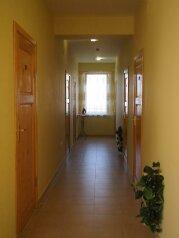 Мини-отель, улица Чкалова, 12 на 23 номера - Фотография 2
