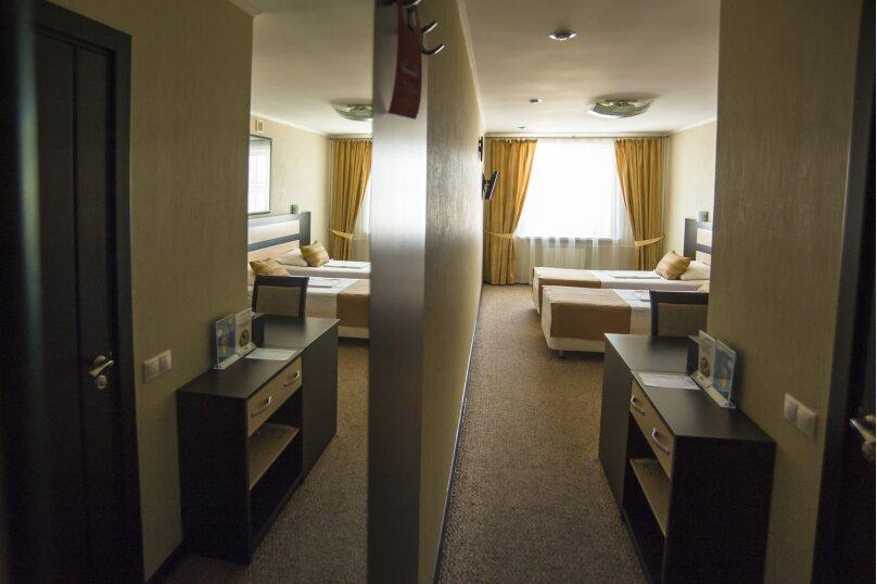 Стандарт двухместный с двумя кроватями, улица 60 лет Октября, 94, Красноярск - Фотография 1