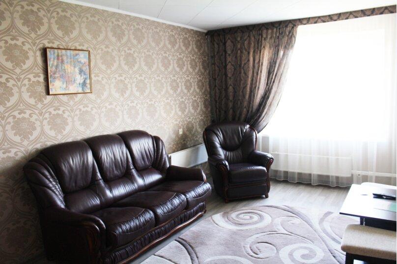 Комфорт двухкомнатный двухместный, улица Тухачевского, 6, Челябинск - Фотография 1