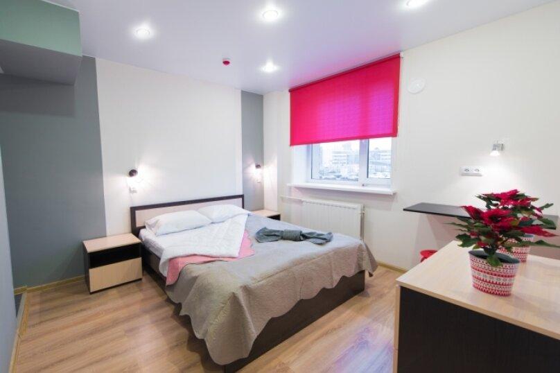Двухместная комната с большой кроватью, улица Ленсовета, 88, метро Звездная, Санкт-Петербург - Фотография 1