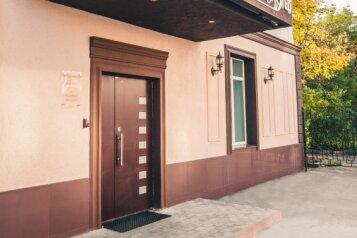Отель, улица Новый Кавказ, 4 на 12 номеров - Фотография 1