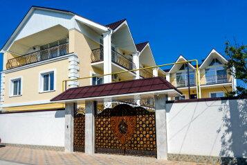 Гостевой дом, улица Чкалова на 8 номеров - Фотография 1