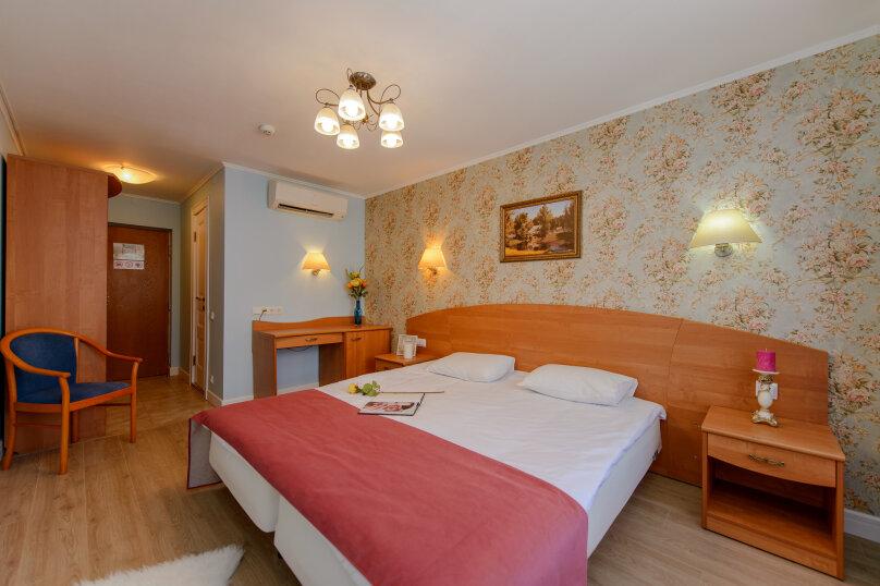 Двухместный номер с двумя раздельными кроватями или одной двуспальной кроватью, улица Маршала Тухачевского, 27к2, Санкт-Петербург - Фотография 1