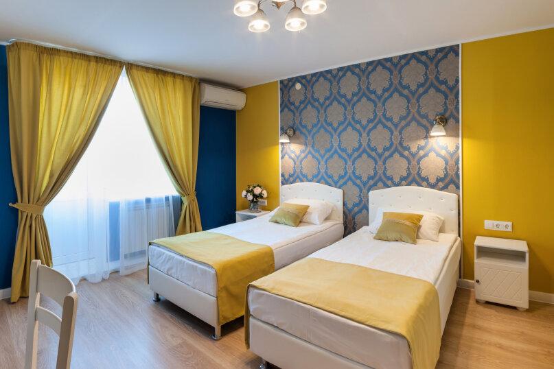 Улучшенный номер с двумя раздельными кроватями или одной двуспальной кроватью, улица Маршала Тухачевского, 27к2, Санкт-Петербург - Фотография 1