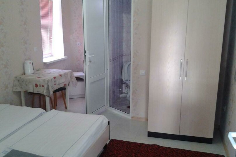 Двухместный номер с двумя кроватями и доп. кроватью , Красногвардейская улица, 5, Геленджик - Фотография 1