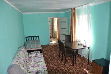 Люкс:  Номер, Люкс, 5-местный, 2-комнатный, Мини-отель, п.Межозерный, 999 на 6 номеров - Фотография 2
