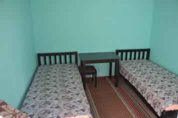 Эконом:  Номер, Эконом, 2-местный, 2-комнатный, Мини-отель, п.Межозерный, 999 на 6 номеров - Фотография 4