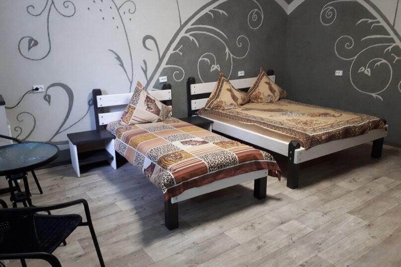 трехместный комфорт, улица Льва Толстого, 3, Керчь - Фотография 1