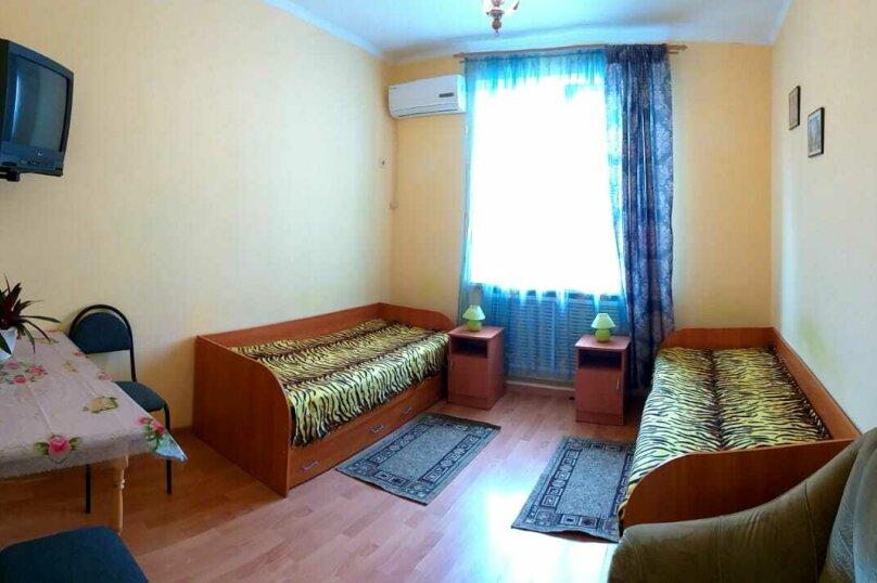 """Номер """"Стандарт"""" №1 с раздельными кроватями, расположен на первом этаже., Морская улица, 25А, Геленджик - Фотография 1"""