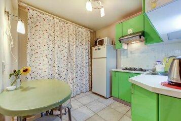 2-комн. квартира, 45 кв.м. на 5 человек, Большая Пороховская улица, метро Ладожская, Санкт-Петербург - Фотография 1