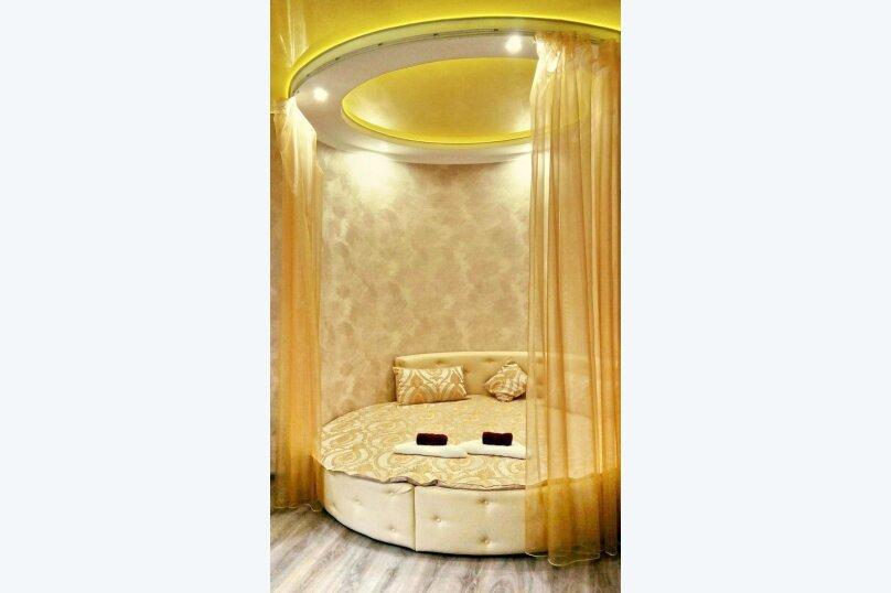 Улучшенный номер MANGO #3 студио с круглой двуспальной кроватью, угловым диваном и собственной ванной комнатой, Красногорский бульвар, 24, Красногорск - Фотография 3