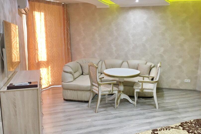 Улучшенный номер MANGO #3 студио с круглой двуспальной кроватью, угловым диваном и собственной ванной комнатой, Красногорский бульвар, 24, Красногорск - Фотография 4