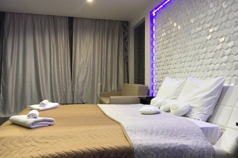 Номер полулюкс DARK #9 с оригинальным дизайном, двуспальной кроватью, диваном и собственной ванной комнатой, Красногорский бульвар, 24, Красногорск - Фотография 2