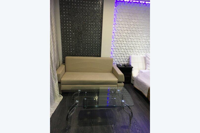 Номер полулюкс DARK #9 с оригинальным дизайном, двуспальной кроватью, диваном и собственной ванной комнатой, Красногорский бульвар, 24, Красногорск - Фотография 3