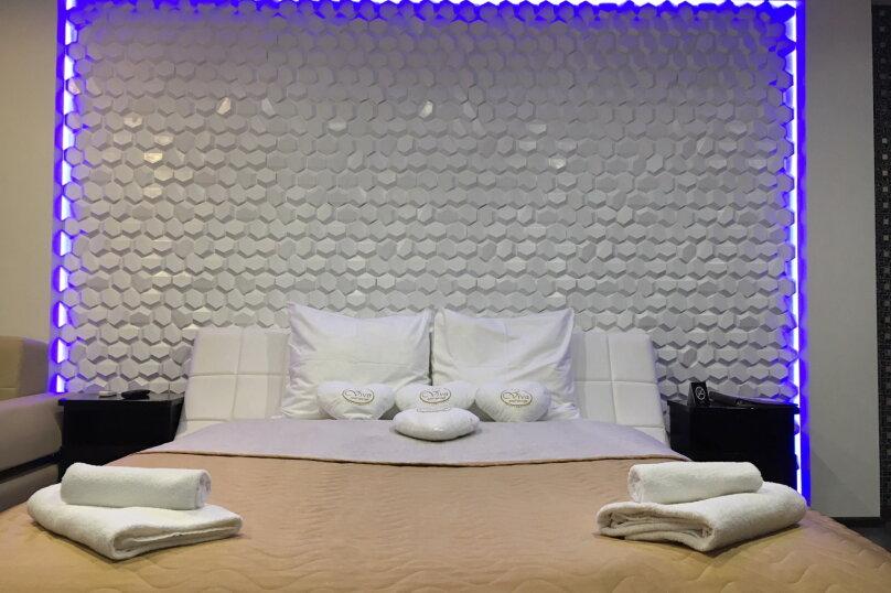 Номер полулюкс DARK #9 с оригинальным дизайном, двуспальной кроватью, диваном и собственной ванной комнатой, Красногорский бульвар, 24, Красногорск - Фотография 9