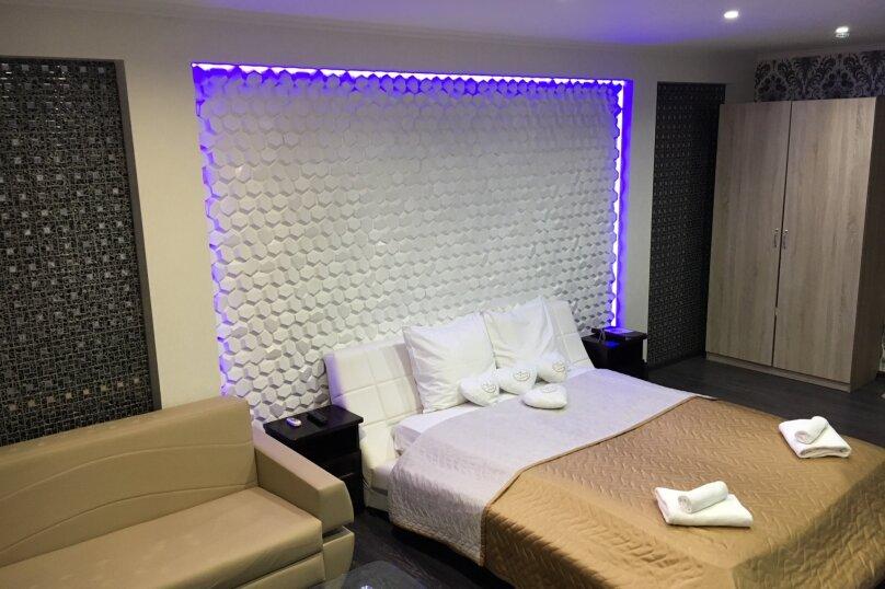 Номер полулюкс DARK #9 с оригинальным дизайном, двуспальной кроватью, диваном и собственной ванной комнатой, Красногорский бульвар, 24, Красногорск - Фотография 10