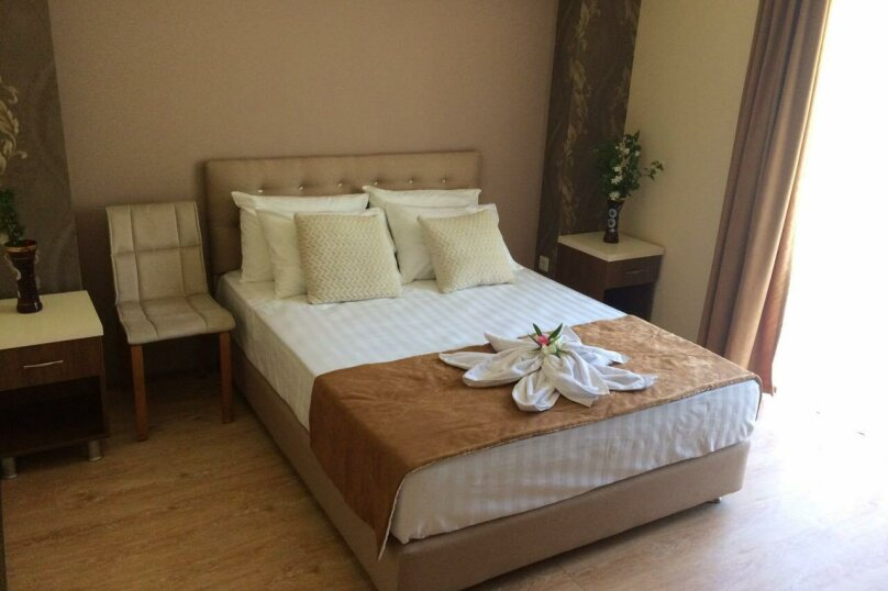 Superior («превосходный») с классификацией размещения: DBL (Double Room) , проспект Аиааира, 14, Сухум - Фотография 1