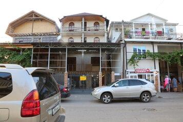 Гостевой дом «Невские звёзды», Шапсугская улица, 20 на 24 комнаты - Фотография 1