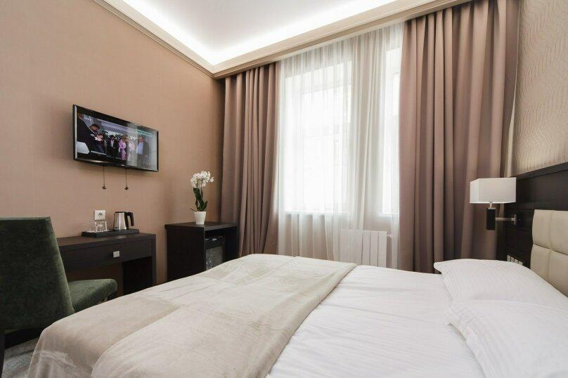 Стандарт  двухместный  с 1 широкой кроватью  , улица Радио, 14с1, Москва - Фотография 1