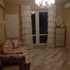 Первый этаж  3 этажного дома с отдельным входом, 60 кв.м. на 6 человек, 2 спальни, Севастопольское шоссе, 54Е, Гаспра - Фотография 1